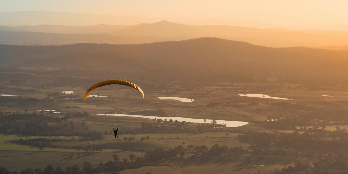 Apprendre à voler en parapente: quelques conseils techniques avant de se lancer!